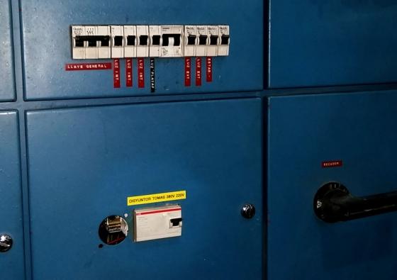 Colocación de interruptores ABB en Baplast S.A.